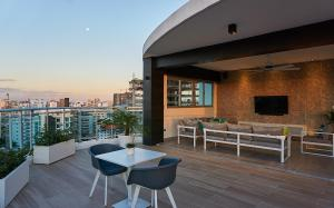 LUXURIOUS, UPSCALE, 1BR, near BLUE MALL | ROOFTOP