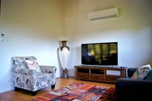 Cumberland Holiday Home - Holiday Home, Holiday homes  Airlie Beach - big - 6