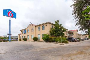 Motel 6 San Antonio - Fiesta Trails, Motely - San Antonio