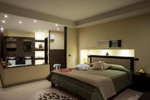 Manhattan Village Hotel - AbcAlberghi.com