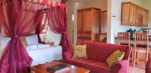 Lake Naverone Holiday Cottages, Resorts  Drakensberg Garden - big - 110