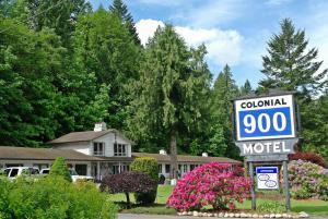 . Colonial 900 Motel