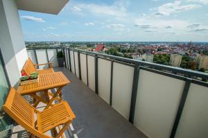 For 8 people on the 17th floor with panorama of the Old Town