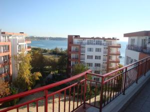 Riviera Fort Apartments CTS, Apartmány  Ravda - big - 1