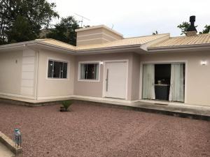 Casa em Governador Celso Ramos-SC - Governador Celso Ramos