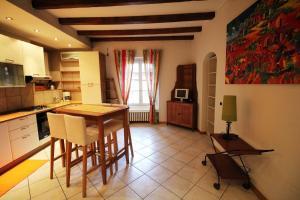 4 Via Pontida - AbcAlberghi.com
