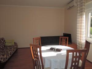 One-Bedroom Apartment in Rijeka I, Apartmány  Turan - big - 21