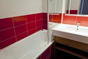 Appartement La Tania 2 pièces garage dans chalet pied pistes - Hotel - La Tania