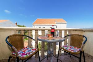 apartments & rooms cina- standard studio apartment with balcony and sea view ...
