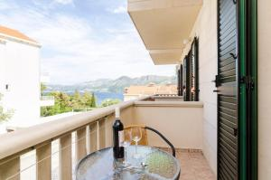 apartments & rooms cina- one bedroom apartment with balcony and sea view (apa...
