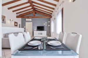 LUXURY COZY APARTMENT WITH PRIVATE PARKING - AbcAlberghi.com