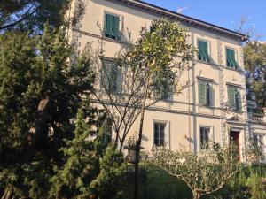 Appartamento moderno in villa ottocentesca - AbcAlberghi.com