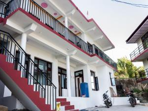 . Cozy Vally-View Home in Dharamshala