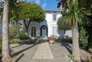 The White House - Lyme Regis