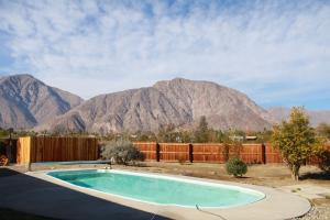 St. Vincent: Swim By The Mountains Home, Nyaralók  Borrego Springs - big - 28