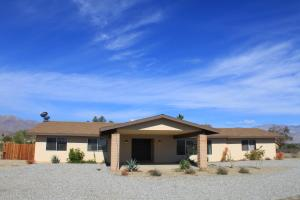 St. Vincent: Swim By The Mountains Home, Nyaralók  Borrego Springs - big - 32