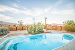 St. Vincent: Swim By The Mountains Home, Nyaralók  Borrego Springs - big - 36