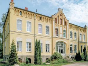 Ten-Bedroom Holiday Home in Ribnitz Damgarten - Bartelshagen