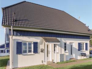 Two-Bedroom Holiday Home in Altefahr/Rugen - Gurvitz