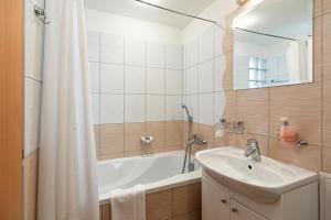 Urpín City Residence, Hotels  Banská Bystrica - big - 6