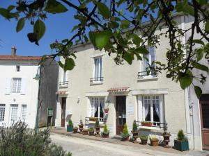 Location gîte, chambres d'hotes Chambres d'Hôtes Bienvenue dans le département Deux Sèvres 79
