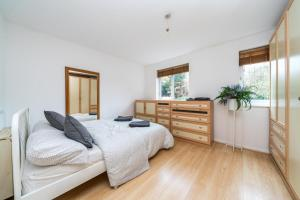 Lovely 2 Bed Apt well connected to Central London - The Hyde