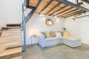 Design & bright flat in Campolide