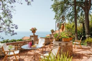Taormina Villa Sleeps 8 WiFi - AbcAlberghi.com