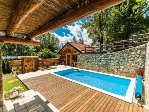 Luxurious Chalet in Bruvno with Pool