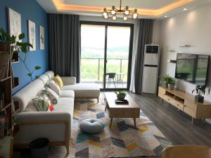 . Longshan Apartment