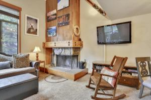 Alpine Meadows Riverfront Condo - Apartment - Alpine Meadows