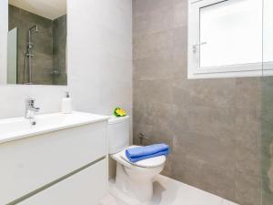 Apartment Velázquez 7.4, Apartmány  Roses - big - 35