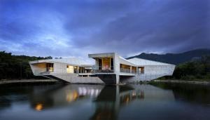 Alkira Award Winning Luxury Beachfront Rainforest Holiday House