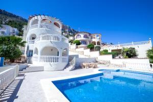la Canuta Villa Sleeps 10 Pool