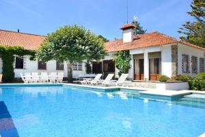 Praia das Macas Villa Sleeps 17 Pool WiFi - Magoito