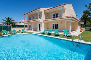 Casais de Sao Lourenco Villa Sleeps 10 Pool WiFi - Santa Cruz