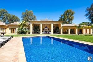 Alvor Villa Sleeps 12 Pool Air Con WiFi - Montes de Alvor