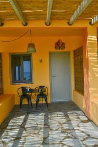 Rooster Guesthouse Rooms Andros Greece