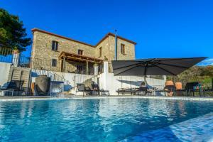 Piaggese Villa Sleeps 8 Pool Air Con WiFi - AbcAlberghi.com