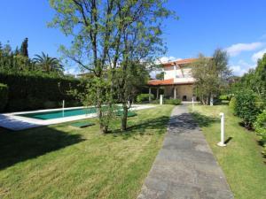 Forte dei Marmi Villa Sleeps 8 Pool Air Con WiFi - AbcAlberghi.com