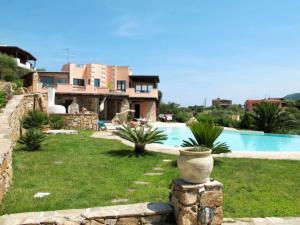 Porto Istana Villa Sleeps 9 Pool Air Con - AbcAlberghi.com