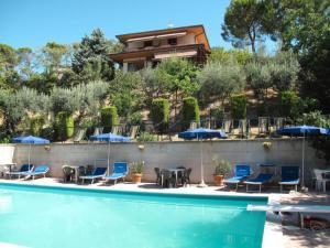 Notaresco Villa Sleeps 12 Pool Air Con WiFi - San Mauro