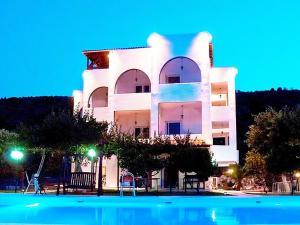 Sesi Villa Sleeps 26 Pool Air Con WiFi