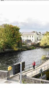 Spanish Arch City Centre Duplex Apartment, Case vacanze  Galway - big - 33