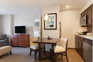 Homewood Suites by Hilton Burlington - Hotel
