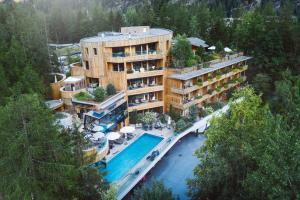 Naturhotel Waldklause - Hotel - Längenfeld