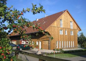 Gästehaus am Sonnenfeld - Apartment - Sommeri