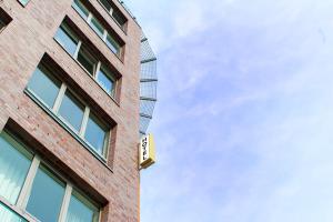 Hotel NEAR BY - Laatzen
