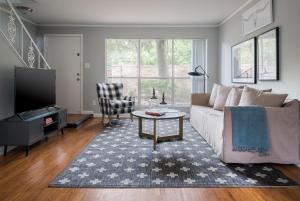 Beautiful Galleria Suites by Sonder - Charter Bank Building Heliport