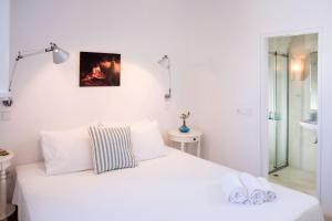 Paros Villa Sleeps 11 Pool Air Con WiFi